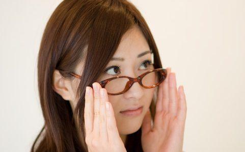 メガネの鼻あて、耳かけが痛い!調整や交換、修理などの対処法を解説!