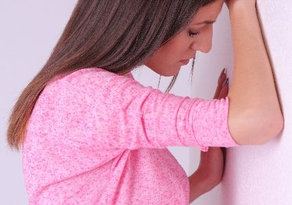 急な吐き気の原因!めまいや腹痛、冷や汗がある場合は?対処法を解説します!
